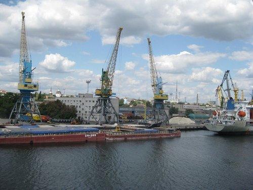 Україна передала в концесію перший морський порт. ТОВ «Рисоіл-Херсон» інвестує у розвиток Херсонського порту близько 300 мільйонів гривень
