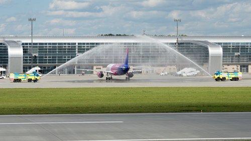 Лоукостер Wizz Air відкрив нову базу у львівському аеропорту. У Львові постійно базуватиметься один літак авіаперевізника Airbus A320