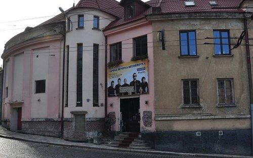 Телеканал НТА викупив львівський клуб Picasso під свою студію. Львівська мерія заявила про чергову спробу рейдерського захоплення міського майна