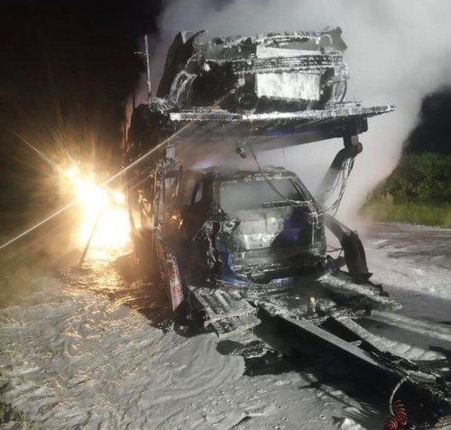 Вночі на трасі Львів-Краківець згоріли чотири автомобілі, фото-1
