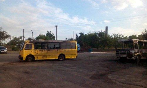Спалені автобуси в Золотоноші, фото Олександра Лошкова, натисніть для перегляду в повному розмірі