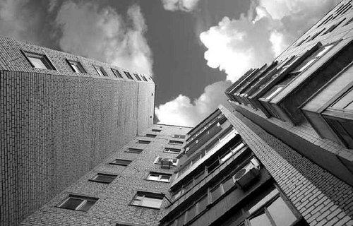 10-річний хлопчик випав з вікна багатоповерхівки у Львові. Це вже друга така трагедія у Львові за останні дні