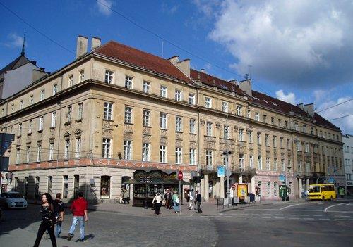 Мерія виставила на продаж чотири приміщення у центрі Львова. Приміщення у кам'яницях планують продати в жовтні