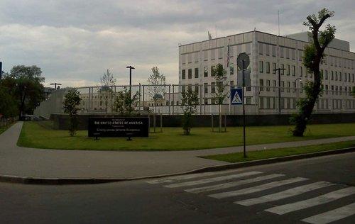 Поліція розслідує смерть працівниці посольства США в Києві. Співробітниця посольства США померла в лікарні внаслідок численних важких травм