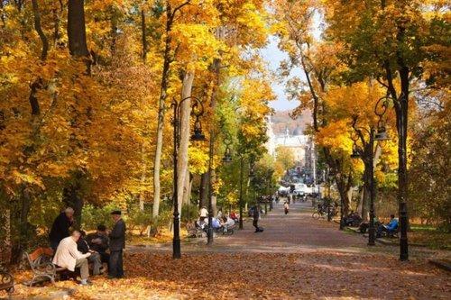 На вихідні в Україні потеплішає і припиняться дощі. У п'ятницю, 2 жовтня у більшості областей України все ще йтимуть дощі