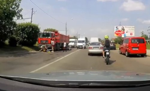 Внаслідок зіткнення з вантажівкою у Львові загинув мотоцикліст