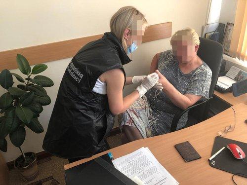 Чиновниця Хмельницької ОДА вимагала 5 тис. доларів за усиновлення дитини -  ZAXID.NET