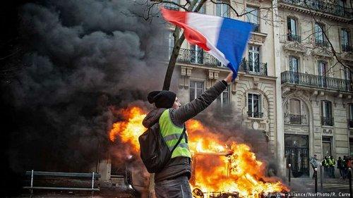 У Франції під час акції «жовтих жилетів» було заарештовано близько 300 осіб