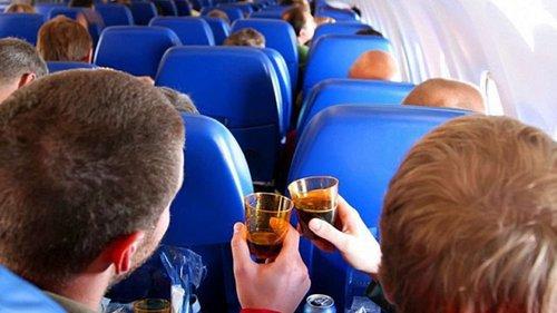 МАУ додала львівські наливки до алкогольного меню в літаках