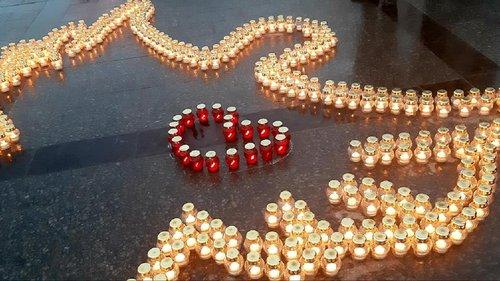 У центрі Львова виклали ангела зі свічок в пам'ять про героїв Небесної Сотні