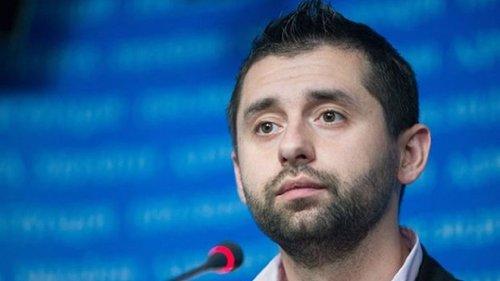 Лідер фракції «Слуга народу» стверджує, що Україні слід призупинити євроінтеграцію