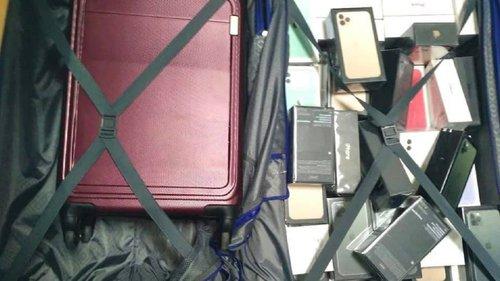 У «Борисполі» в забутому багажі знайшли смартфонів iPhone та навушників на 1,8 млн грн