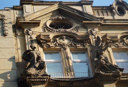 Скульптури будинку Ландау