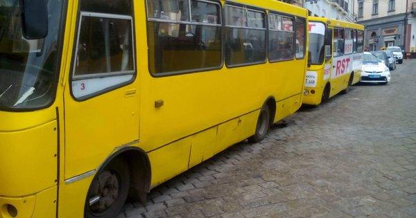 Чернівецьких чиновників запідозрили у привласненні компенсацій за перевезення пільговиків. Схема розкрадання грошей, виділених як компенсація на перевезення пільговиків, діяла три роки