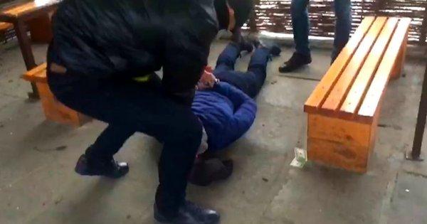 У Дрогобичі за погрози і вимагання з підприємця 10 тис. доларів затримали двох чоловіків