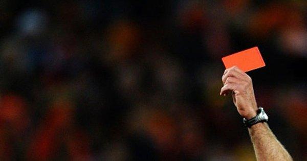 У Великій Британії вилучатимуть футболістів з поля за навмисний кашель. За звичайний кашель арбітри Англійської Прем'єр-Ліги вилучати із поля не будуть