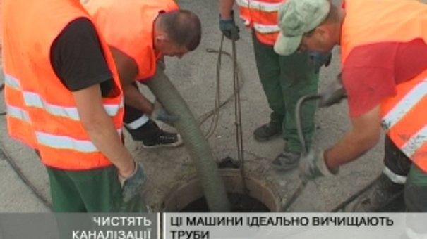 У Львові розчищають дощоприймачі та каналізації