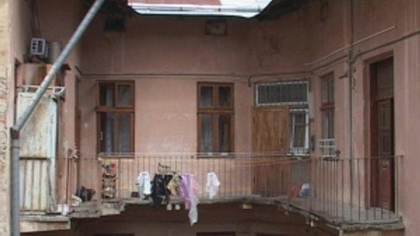 Дощі завдають клопоту мешканцям будинків