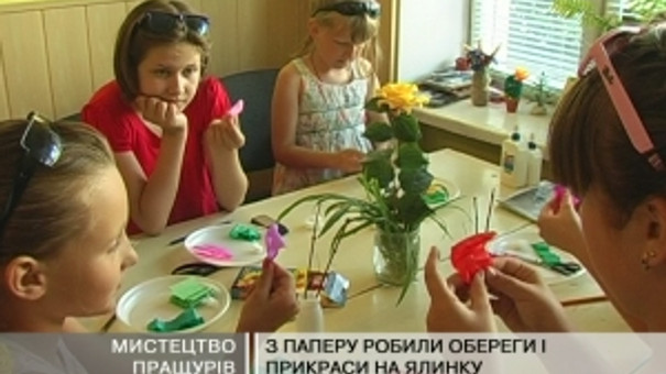 Дітей навчали творити з гофрованого паперу