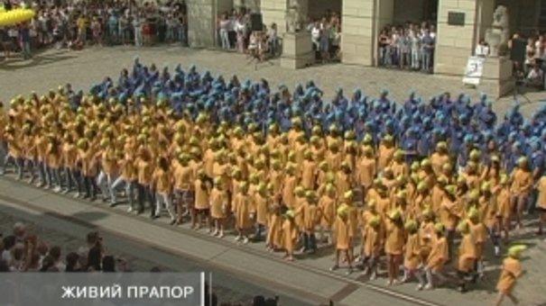 400 танцюристів створили прапор України
