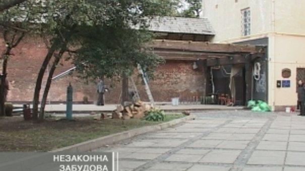 Ресторан у Бернардинах демонтували як самовільну забудову
