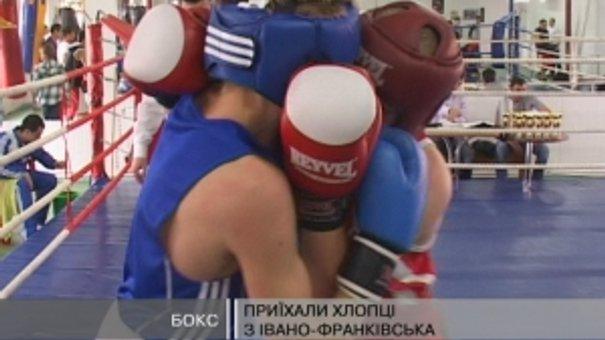 30 хлопців зібрались на матчеву зустріч з боксу
