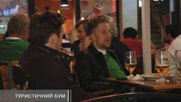 Іноземним вболівальникам сподобались низькі ціни у львівських кафе