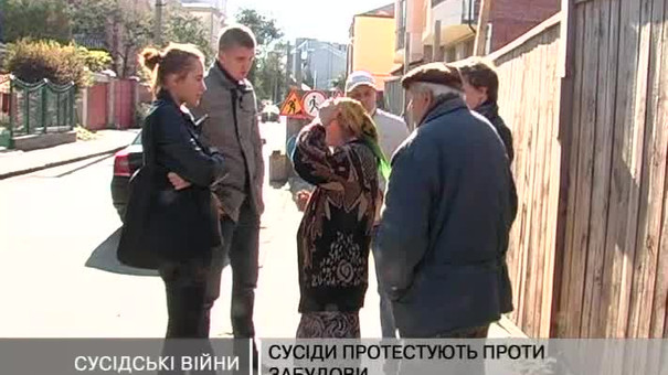 Люди протестують проти забудови на Кондукторській