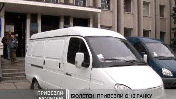 Дві машини привезло бюлетні для львівських виборців