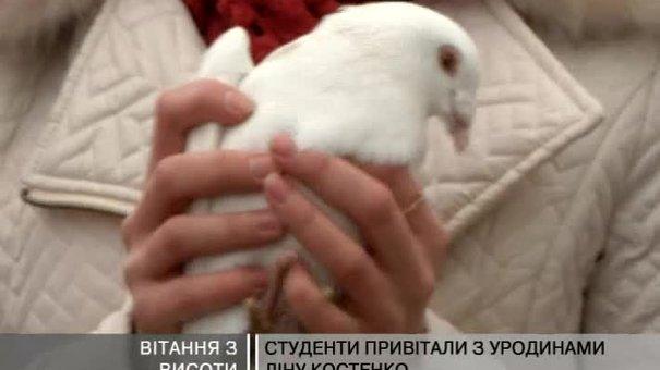До Дня народження Ліни Костенко львів'яни влаштували флешмоб