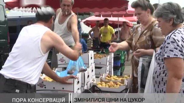 Львів'яни почали скуповувати фрукти для консервацій