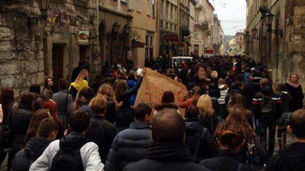 Дві тисячі мітингувальників у Львові рушили до пам'ятника Франку