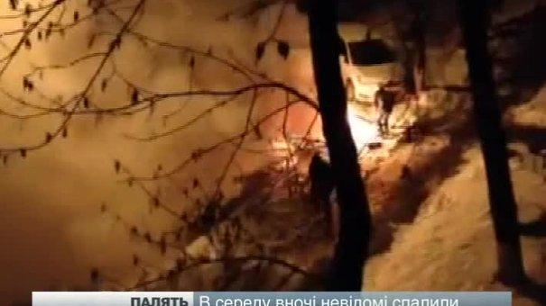 В Києві невідомі спалили  майже 20 львівських автівок