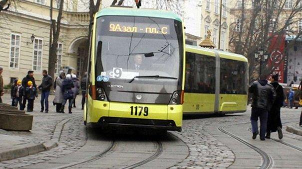 Львівські трамваї дорожчають у неділю
