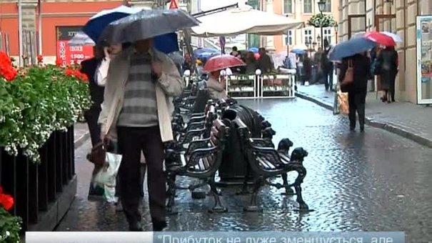 У львівські дощі — туристів менше