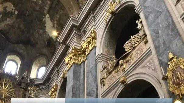 У костелі єзуїтів розпочнуть роботи зі збереження стінопису