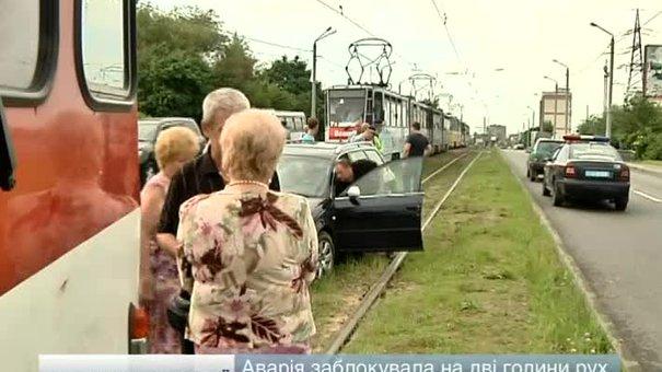 Зупинили трамваї
