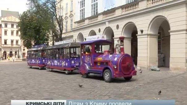Дітям з Криму провели екскурсію містом