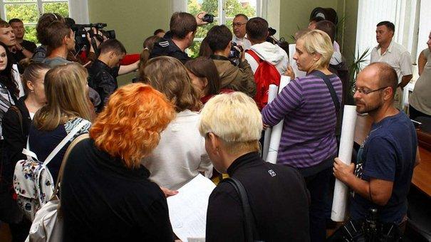 Львів'яни, які виступають проти незаконних забудов, увірвалися до мерії