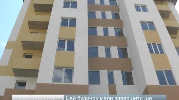 У Винниках власники незавершених квартир у новобудові знову перекрили дорогу у центрі міста