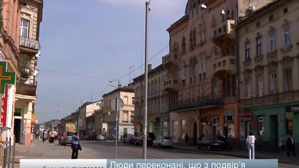У Львові жителі вулиці Городоцької воюють із забудовником за паркан