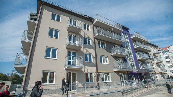 """У """"Бельгійському містечку"""" перші клієнти отримали ключі від своїх квартир"""