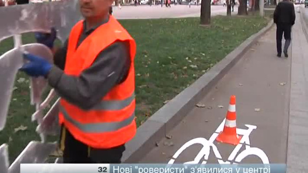 У Львові додатково нанесли 32 піктограми на велодоріжках