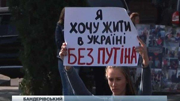 Львів'яни провели флешмоб привітання Путіна з днем народження