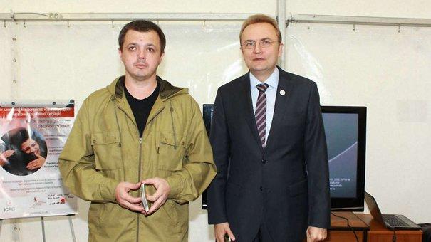 Семенченко привіз до Львова практичне видання з надання першої медичної допомоги