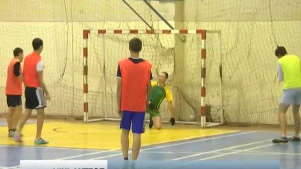 Шість футбольних команд змагалися за Кубок УПА