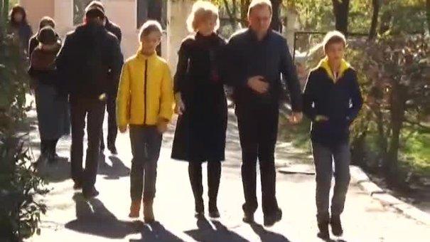 Мер Львова Андрій Садовий з дружиною проголосували
