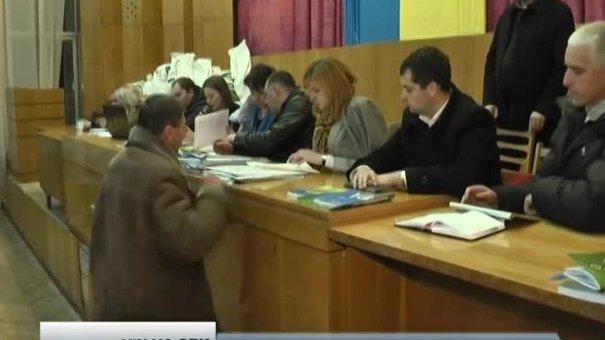 На деяких ОВК Львова протоколи повертають на доопрацювання