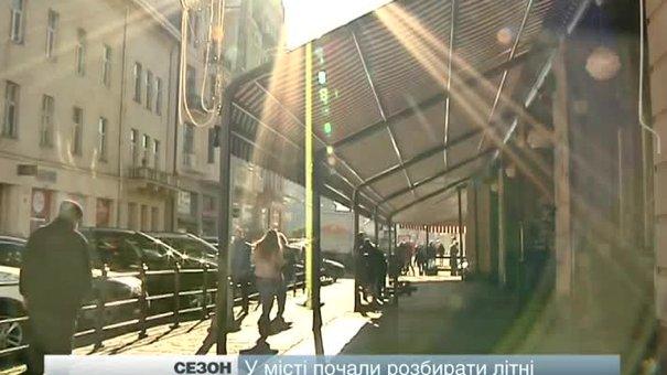 У Львові активно розбирають літні майданчики