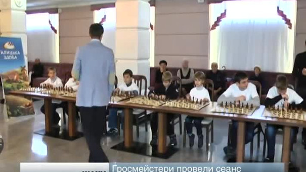 У Львові троє гросмейстерів зіграли проти тридцяти дітей